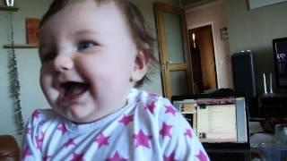 Mamma rapar och hickar, Linnéa skrattar!