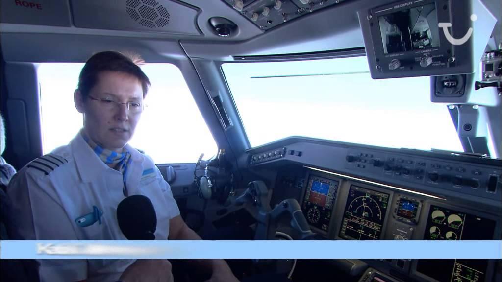 Achter de schermen : levering eerste Jetairfly E-Jet - YouTube