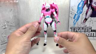 Arcee Transformers Generations IDW Deluxe Toy Review