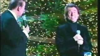 RAPHAEL canta el tema Ven a mi casa esta navidad a dúo con su compo...