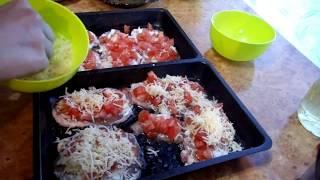 Отбивные из свинины в духовке с помидорами и сыром. Pork chops in the oven