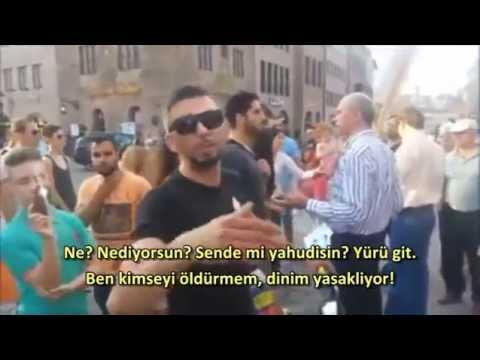 Bir Türk Almanya'da İsrailli Göstericilere Karşı Geliyor.Filistin Için Türkler Yahudilere Karşı.