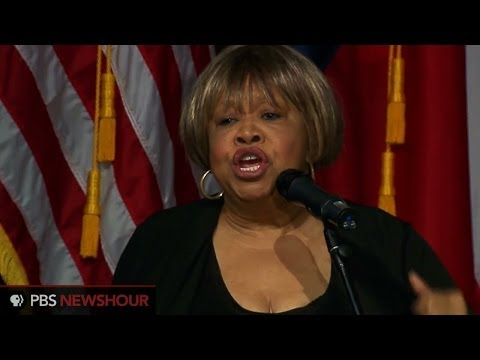 Mavis Staples sings acoustic rendition of