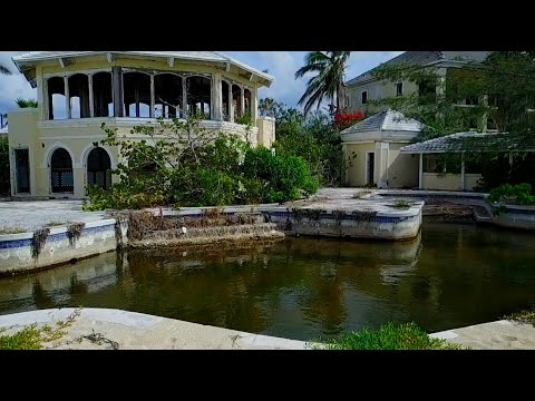 Exploring a MASSIVE abandoned hotel resort in Bahamas