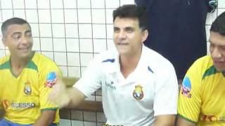Ricardo Rocha faz Romário se contorcer de rir