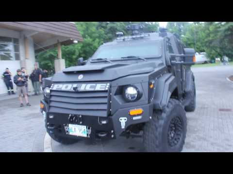 Winnipeg police unveil new armoured vehicles.MOV