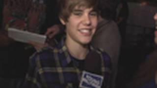 Download Lagu Justin Bieber Makes the Girls Crazy!!! mp3