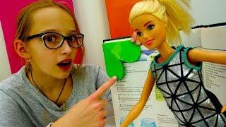Видео для девочек #Барби: школьный ЛАЙФХАК! Делаем закладку. Игры Барби с #ЛучшаяподружкаВаря