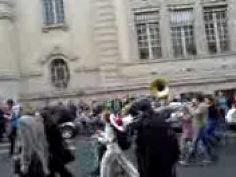 Sorbonne Student Protest 4/03/09 - Sousaphone Ska