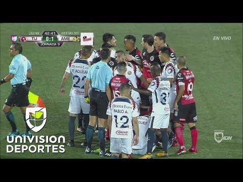 Damián Musto le hace una falta a Guido Rodríguez que por poco termina en campal