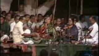 Repeat youtube video pakkala nilabaDi - karaHarapriyA - miSra chApu (III)