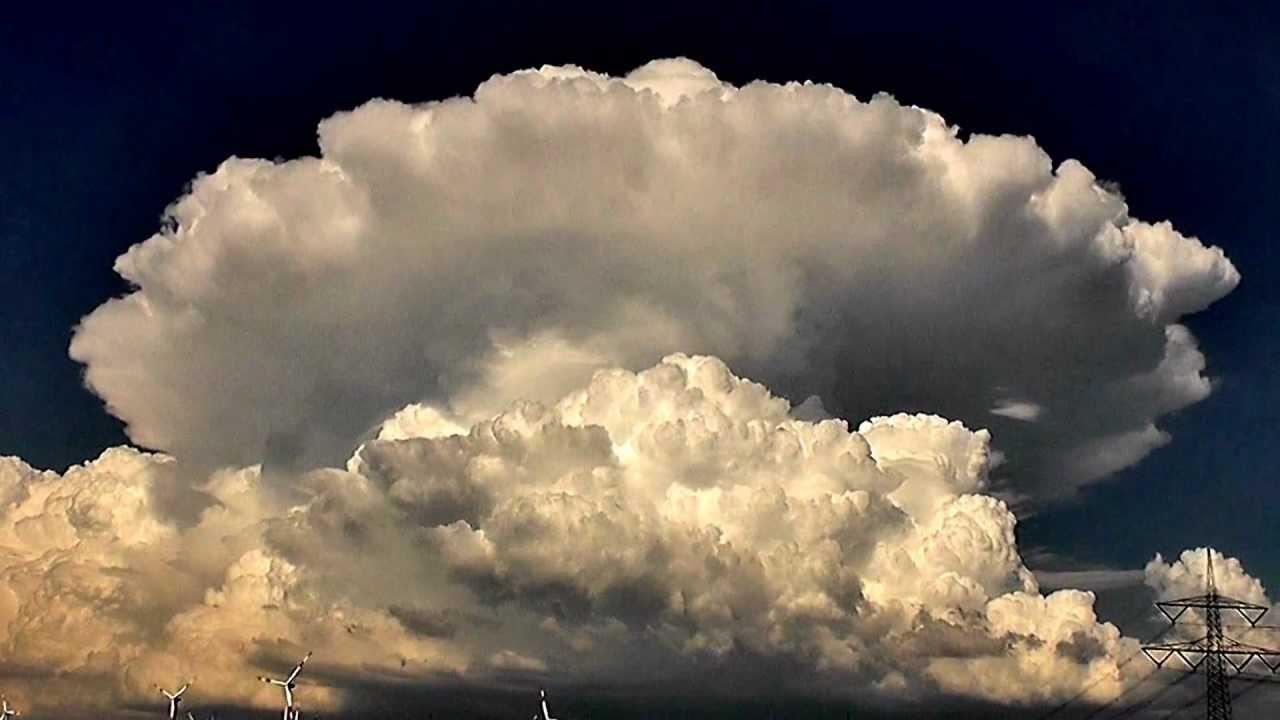 Incredible Cumulonimbus-Gewitterwolke 18.06.2012 - YouTube