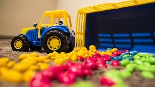 Развивающий мультик для малышей. Учим цвета вместе с трактором, Машей и джипом.