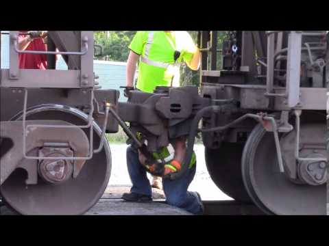 CSX Coal Train Coupler Knuckle Breaks and Fixed Fostoria OH August 2015