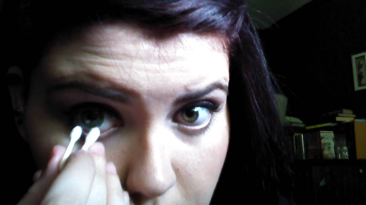 How to remove contacts with a Q-tip - YouTube