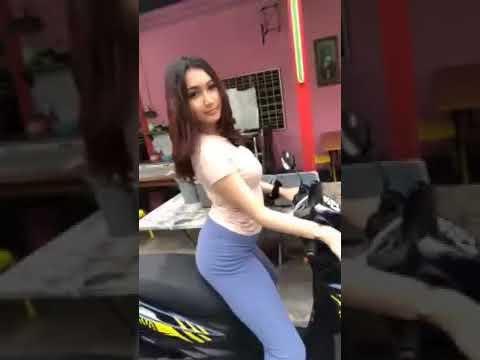 Terserlah BUMPER Riz Ulala Naik Motor NAIK TURUN Dekat Jalan Raya
