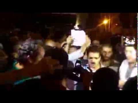 محمد زهاري رئيس العصبة المغربية خلال الوقفة الاحتجاجية ضد العفو عن مغتصب الأطفال
