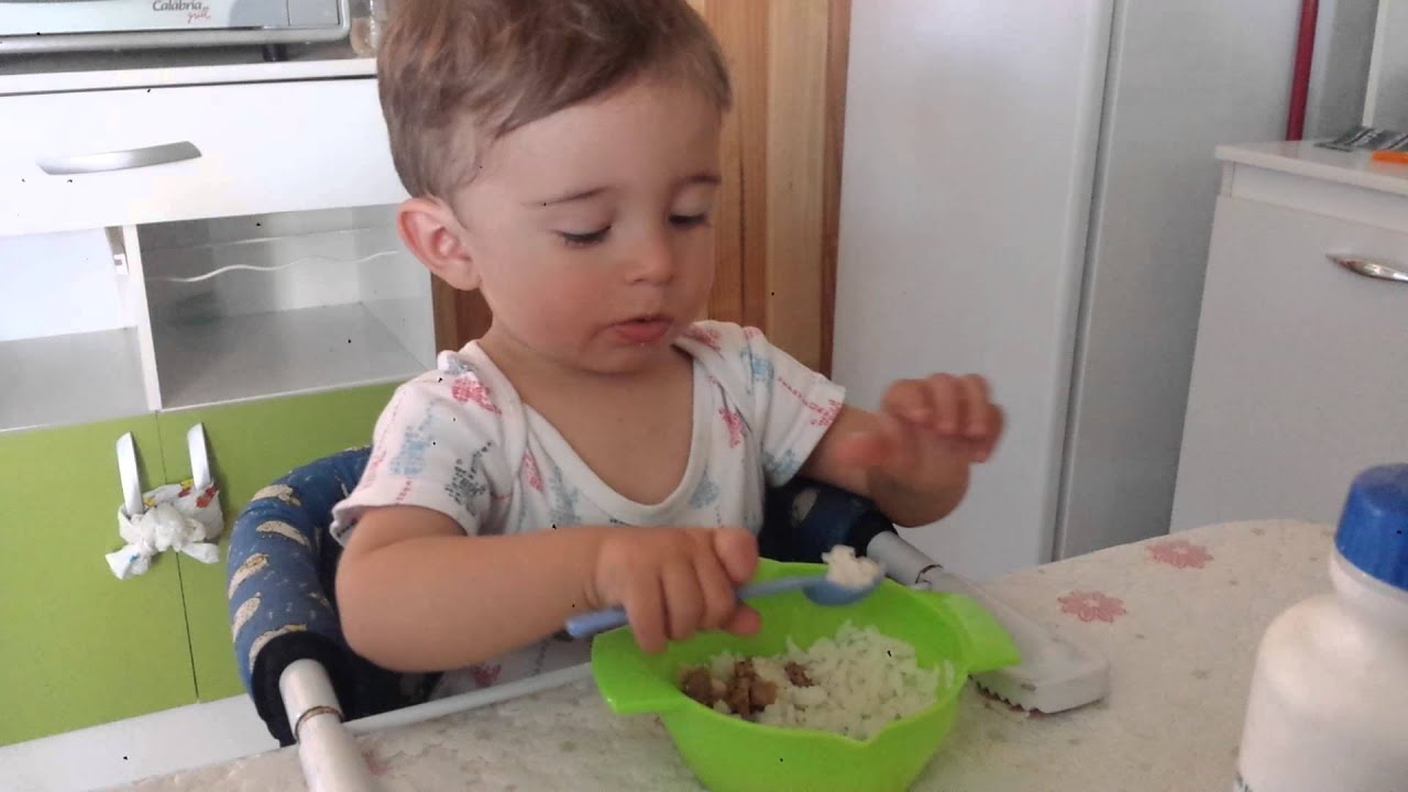 bebé Comendo