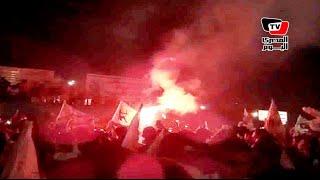 جماهير الزمالك تشعل الـ«شماريخ» داخل مقر النادي