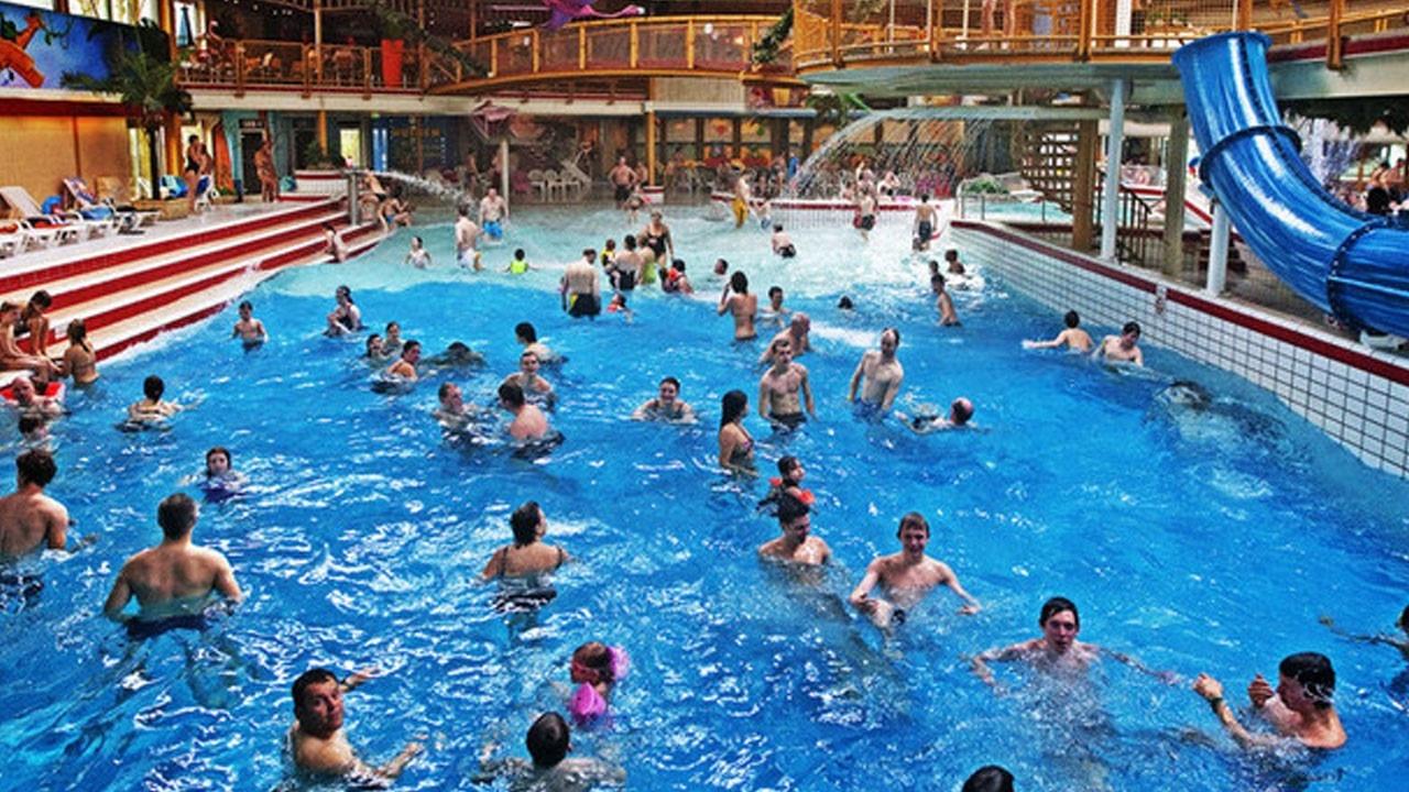 Plassen in het zwembad nou en youtube for Zwembad den bosch
