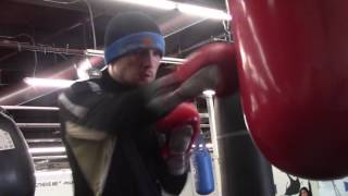 JASON QUIGLEY SHOWING OFF POWER SHOTS OFF THE HEAVY BAG!!
