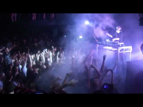 Skrillex - Scary Monsters and Nice Sprites (Live) in Perth, 2012.