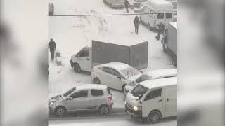 Спуск на Нерчинской, ДТП с участием конвойной машины у СИЗО