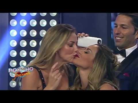 ¡Karenka besa a Gaby Ramírez!