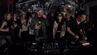 Maurice & Die Familie Summen feat. Kryptik Joe - Zeit Zurück