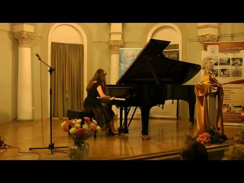 Aleksandra Hortensja Dąbek plays F.Chopin's Nocturne in C minor, op.48