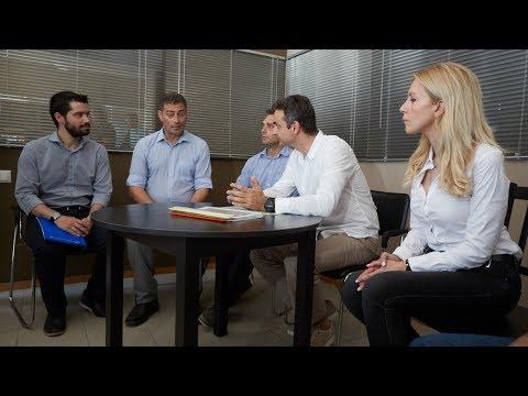 Συνάντηση Κυριάκου Μητσοτάκη με παραγωγούς του φυτού Ιπποφαές