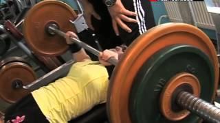 Девушка-инвалид стала мастером спорта по пауэрлифтингу