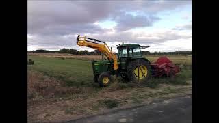 Tractores Newholland y John Deere empacando alpacas de  forraje