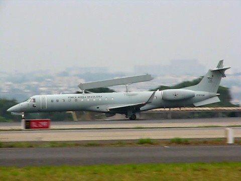 Decolagem em Brasilia - FAB Embraer R-99A