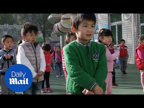 China ditches controversial one-child family policy - Daily Mail