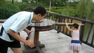毛驴推磨(五周岁---韵韵) thumbnail