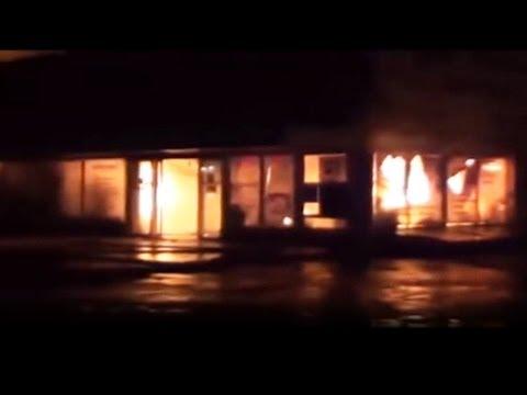 Ночью в Симферополе Сгорел Торговый Центр Voltmart.из YouTube · Длительность: 1 мин36 с