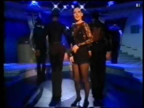 CHICAGO - THE MUSICAL - RUTHIE HENSHALL sings ROXIE