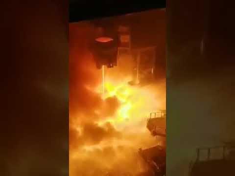 На электрометаллургическом комбинате в городе Старый Оскол прогорел ковш со сталью.