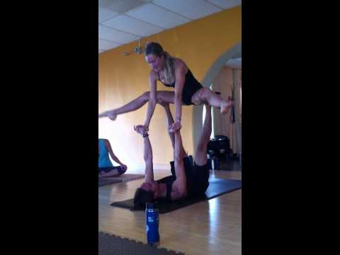 AcroYoga Montreal Style demo by Organic Movement