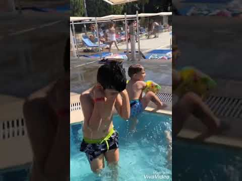 Yusuf Emir Tatilde Havuza Atlıyor