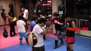 Clases de Muay Thai: Contra ataque – Bloqueo de jab y patada + contragolpe con cruzado y recto