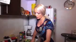 Muy rico!! cocinando dos platos ! cocina rusa y mexicana ! Espagueti y guacamole