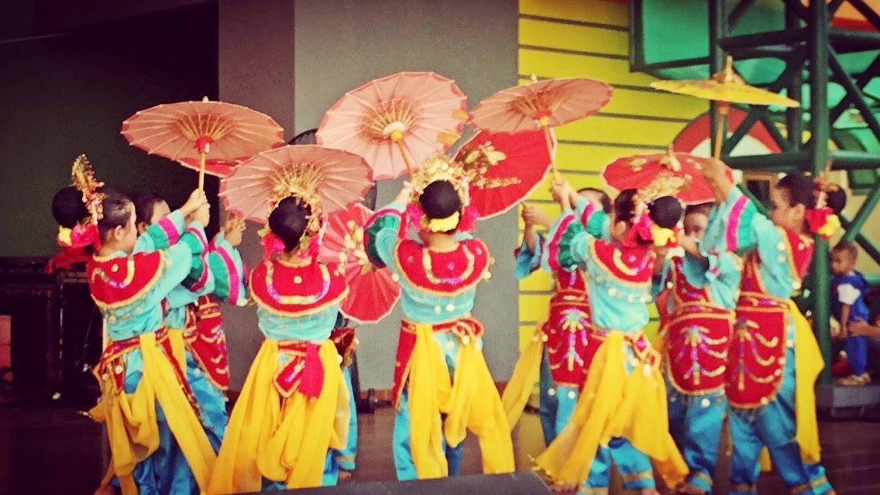 wonderful indonesia tari tradisional sumatera barat tari payung rh youtube com