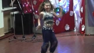 Восточный танец в школе, 30.12.2010(Белокуракинская школа №1, Новогодний праздник для младших классов, 30.12.2010 года. Видео специально для белоку..., 2013-11-10T20:42:27.000Z)