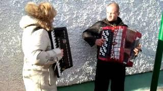 "Аккордеон и баян ""Яблочко"" с ходу..."