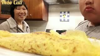 Chiên bánh xèo giòn rụm ngon lắm ( Người Việt ở Mỹ)