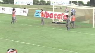 Goleiro faz defesa fantástica no treino do Vasco