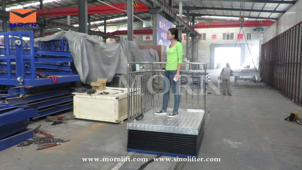 Scissor type wheelchair lift