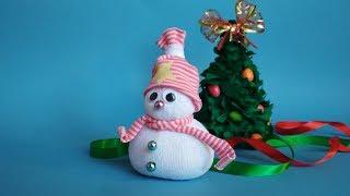 Как сделать снеговика из носка к новому году 2019. Зимние поделки своими руками. Игрушка.